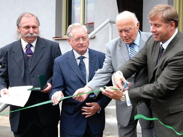 Zahájení unikátní výstavy o uranu v památníku Vojna na Příbramsku.