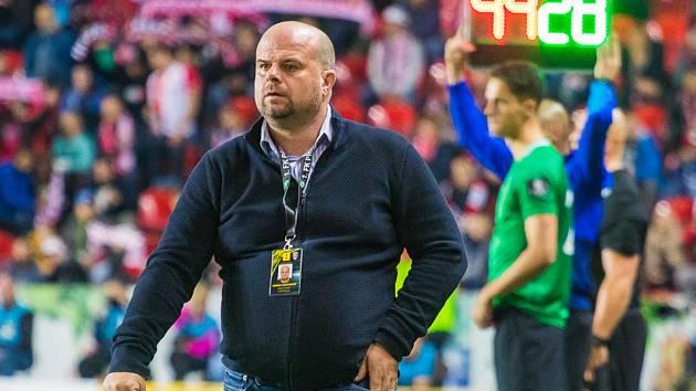 Trenér Příbrami Roman Nádvorník se po utkání na Slavii těžko smiřoval s porážkou.