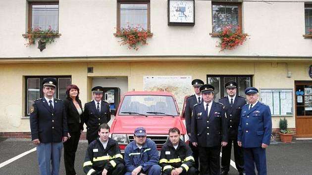 Hvožďanští hasiči dostali nové vozidlo.