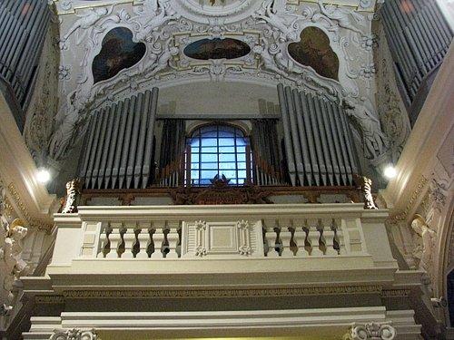 Staré varhany jsou již ve špatném technickém stavu a potřebují nahradit