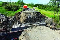 OPRAVA MOSTU  mostu u Dobříše, snímek pochází z 23. května 2016.