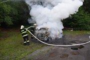 K požáru osobního auta na Příbramsku vyjely tři jednotky