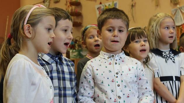 Potěšit svým vystoupením přišly v adventním čase děti z MŠ Kličkova vila klienty denního stacionáře Farní charity Příbram.