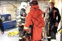 Hasiči vyprošťovali zraněného z podzemí vodní elektrárny Vrané