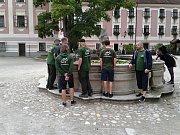 Rožmitálští rybáři vzali mladé svěřence z kroužku na slavnosti do Třeboně.