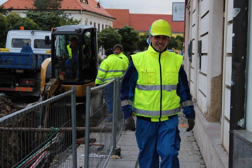 Omezení provozu na Mírovém náměstí v Dobříši je způsobeno rekonstrukcí vodovodního a kanalizačního řádu