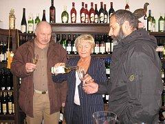 Ochutnávání Svatomartinského vína ve vinotéce v Příbrami.