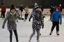 Veřejné bruslení na zimním stadionu v Příbrami.