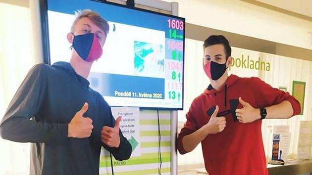 Studenti jako koronaviroví koordinátoři městského úřadu.
