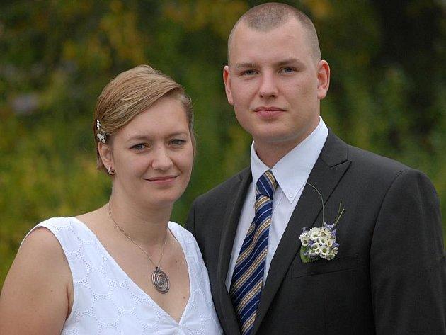 V lesním altánu v Královské stolici se v sobotu 25. září hodinu po poledni vydali na společnou cestu manželským životem Lenka Slabihoudková z Mokrovrat a Michal Petřík z Nového Knína.