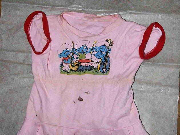 Tyto šatičky měla holčička přímo na sobě.