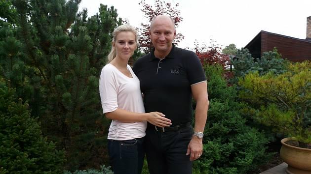 Radim Passer si vloni vzal za ženu Báru, s níž se seznámil ve své firmě.