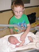 ČTYŘLETÝ Lukášek má radost ze sestřičky Lucinky Hájkové. Ta se mamince Lucii a tatínkovi Tomášovi z Dublovic narodila v neděli 24. července a v ten den vážila 3,51 kg a měřila 52 cm.