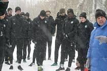 Fotbalisté Příbrami před výběhem do lesoparku při prvním společném tréninku zimní přípravy.