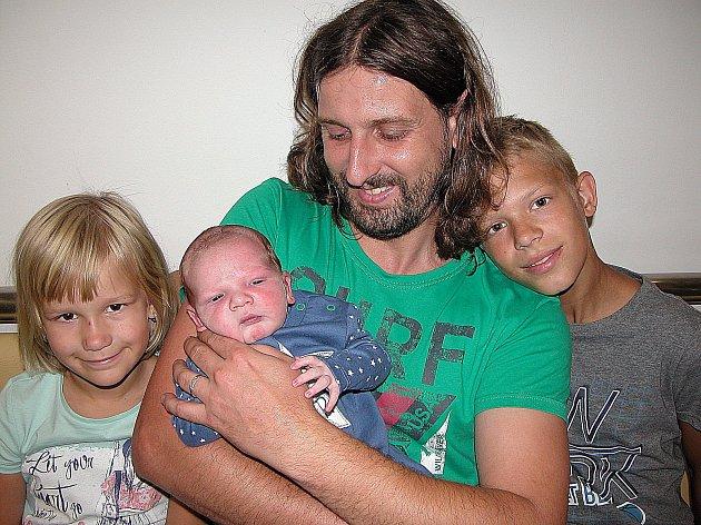 Jan Šponiar se mamince Jindřišce a tatínkovi Janovi z Jinců narodil v pátek 31. července, vážil 3,97 kg a měřil 53 cm. Radost z brášky mají dvanáctiletý Pavel a sedmiletá Jindřiška.