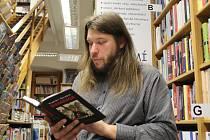 Od loňského března se studenti Gymnázia pod Svatou Horou snaží v dětech probudit lásku ke knihám a ke čtení.