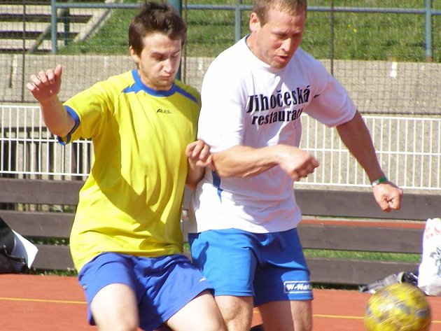 Fotbalisté Deliria se po půl roce vracejí do 1. Mongeo ligy příbramské malé kopané. Pomohl jim k tomu svými góly i Petr Matějka (vpravo).