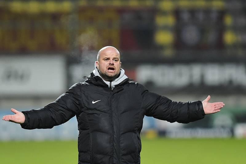 Trenér Roman Nádvorník skončil u fotbalistů Příbrami.