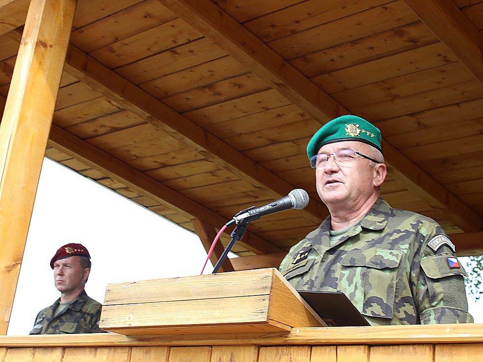 Proslov nového velitele plk. Ivana Mráze.
