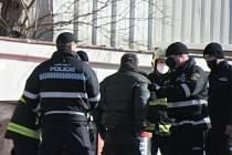 Záchrana muže zaklíněného v kontejneru na elektroodpad na Březových Horách v Příbrami.
