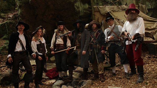 Skupina Rosenthal během natáčení pohádky Prach a broky.