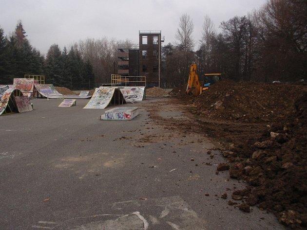 V příbramském skateparku se rýsuje nová dirtová dráha