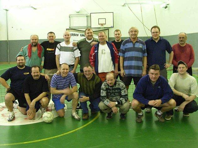V Novém Kníně se hrál nohejbalový turnaj trojic.
