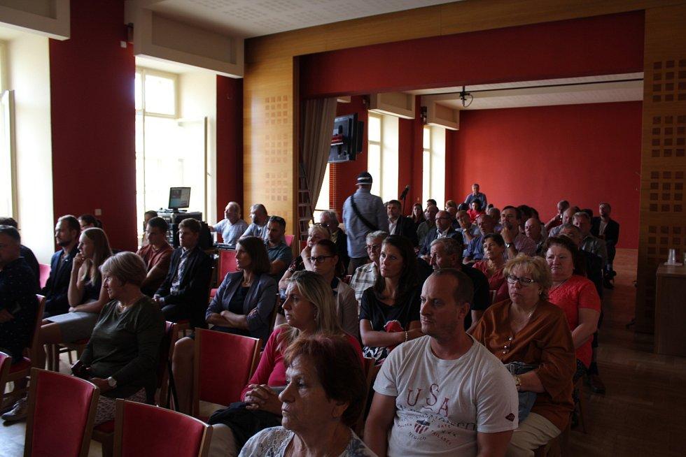 Poslední srpnový den mohla veřejnost diskutovat s vedením města, premiérem Andrejem Babišem a ministrem dopravy Danem Ťokem o možnostech stavby jihovýchodního obchvatu.