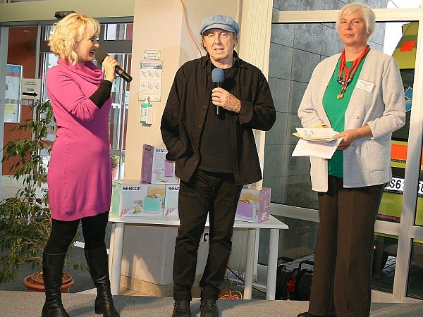 Účastníky zábavného odpoledne přišel pozdravit mim, režisér a herec Boris Hybner.