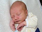 VÁCLAV ČAPEK spatřil prvně světlo světa ve čtvrtek 11. května, kdy vážil 3,83 kg a měřil 51 cm. Z miminka se radují rodiče Hana a Tomáš a sestra Stella z Hudčic.