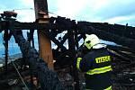 Požár střechy rodinného domu v Sedlčanech 6. listopadu 2019.