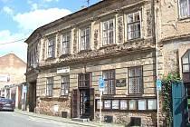 Dům v Dlouhé ulici v Příbrami, kde měli manželé Kozlíkovi v přízemí byt.