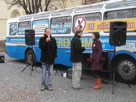 """Autobus """"Nezákladňák""""."""