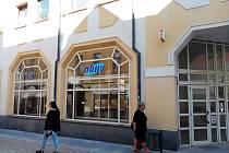 Město dlouhodobě hledá nájemce bývalé prodejny obuvi v Pražské ulici v Příbrami.