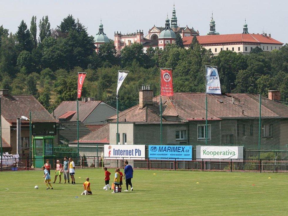 Kemp Jana Bergera v areálu SK Spartak Příbram.