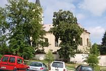 Mníšek pod Brdy, kostel na náměstí F. X. Svobody.