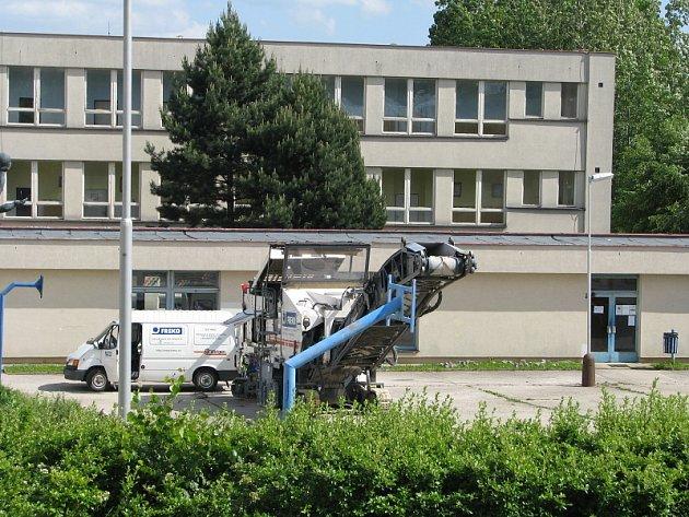 Modernizace Základní školy ve Školní ulici v Příbrami prodlouží dětem prázdniny