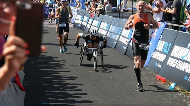 Paratriatlonista Jan Tománek na zlatý hattrick nedosáhl. Na letošním světovém šampionátu v 70.3 Ironman ve francouzském Nice získal stříbro