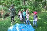 Jedno slunečné odpoledne na konci května se děti z Mateřské školy Kličkova vila vypravily se svými rodiči na cestu do pohádkového lesa, kde je čekalo obrovské dobrodružství.