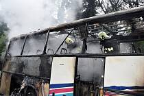 Požár autobusu u Věšína na Příbramsku.