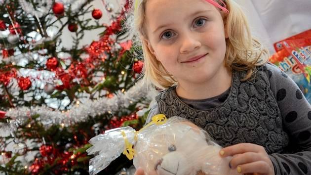 Vánoce v divadle přilákaly stovky dětí.