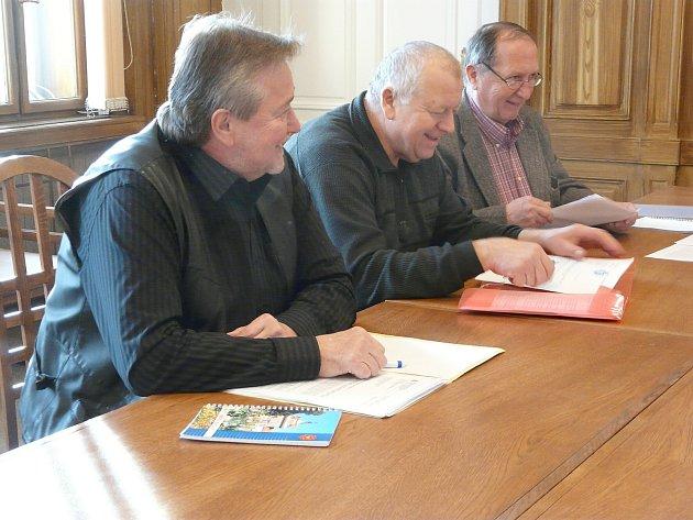 Místostarosta Sedlčan Miroslav Hölzel (vlevo).