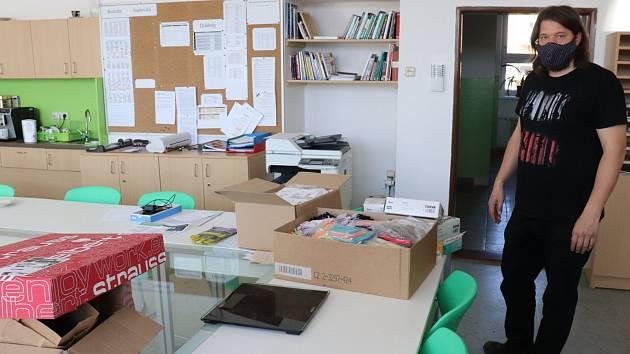 Základní škola v Milíně uspořádala sbírku ochranných pomůcek pro partnerskou školu v italské oblasti Valle di Ledro.