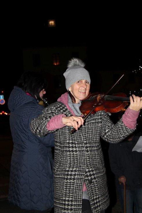 Česko zpívá koledy na náměstí T. G. Masaryka v Sedlčanech.