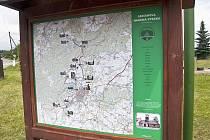 Informační tabule, které jsou v každé obci, kterou Fabiánova stezka prochází.