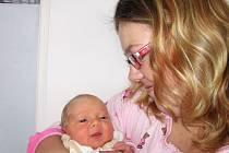 Od úterý 6. ledna má tři členy rodina maminky Kláry a tatínka Michala z Věšína. Jejich prvnímu štěstíčku Amálce Skopečkové sestřičky v porodnici po narození navážily3,63 kg.