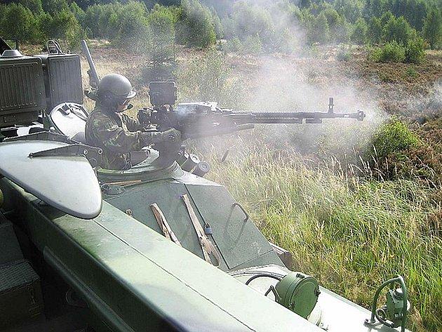 Střelby z kulometů.