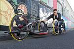 Bojovník.Handicapovaný sportovec Jan Tománek se po svém úrazu  sportu nevzdal. Překonal všechny překážky a v současnosti dosahuje skvělých sportovních výsledků.
