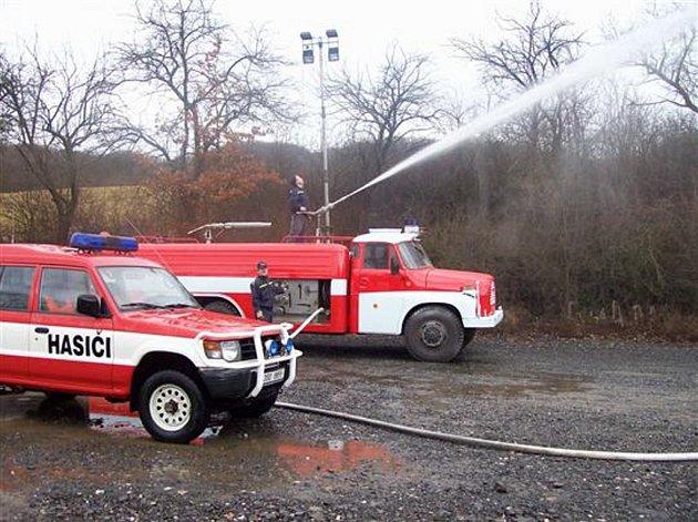 Hasičská technika je většinou zastaralá, i když díky péči hasičů, zachovalá.