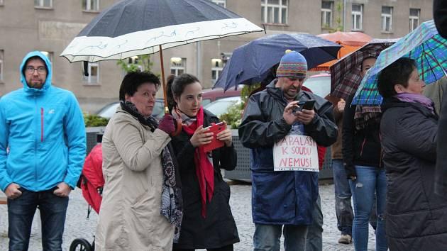 Protest proti výměně ministra spravedlnosti v Příbrami.